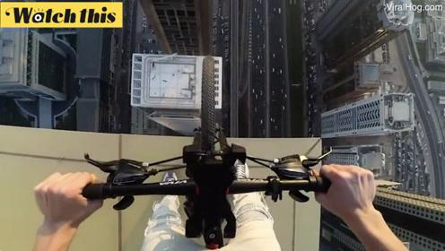 外国人口为何如此少系列!男子单枪匹马上迪拜高楼边缘骑车