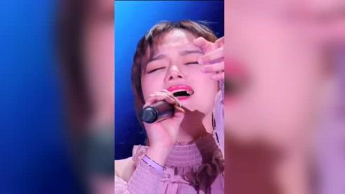 #向音乐开火# 19岁女孩惊艳全场!一般人不敢翻唱萨顶顶这首歌