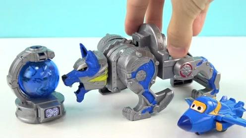 《橙子乐园在日本》超级飞侠酷飞的豺狼星座战队变形机器人