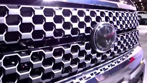 车展实拍全新丰田Tundra豪华皮卡车细节,你喜欢这台车吗?