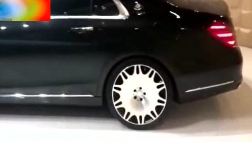 迈巴赫S650外表看起来其实挺普通的,打开车门才知道什么叫奢华