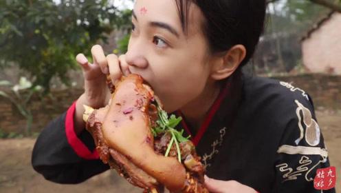 秘制红焖羊腿,女侠1人吃2斤,大口吃肉,看着真过瘾