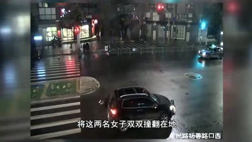 两名女子结伴闯红灯被撞飞,轿车司机含泪背锅