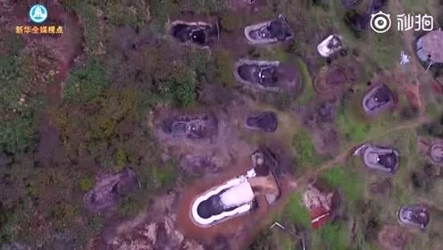 大片豪华活人墓在密林深处、水库旁边偷偷建造…