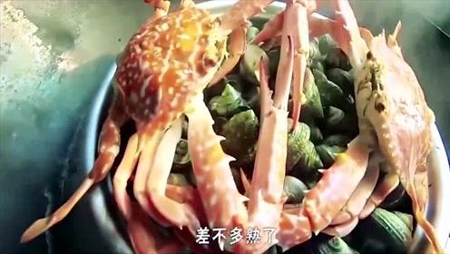 赶海小哥每次抓到的海鲜,都要展示一下海边人的厨艺!
