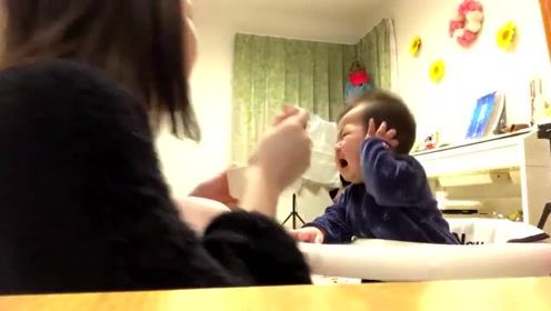 宝宝第一次吃蔬菜,吃了一口立马崩溃了,妈妈你确定这不是毒药吗