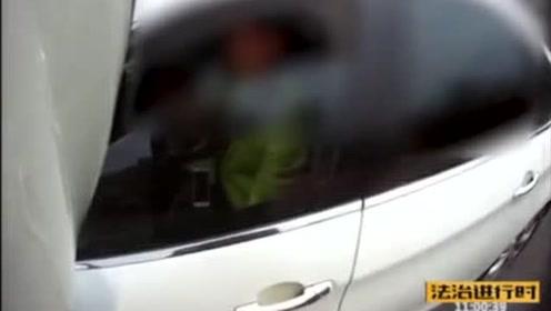 北京街头突发搞笑一幕:并线女司机大战摩托钢铁直男