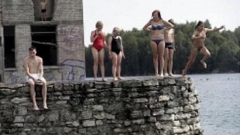 """世界最牛的""""裸体""""小镇:男女都不穿衣服,男游客看了却掉头离开"""