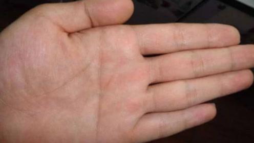 """最罕见的两种手相:男人""""断掌""""千斤两,另外一种则注定是有钱人"""