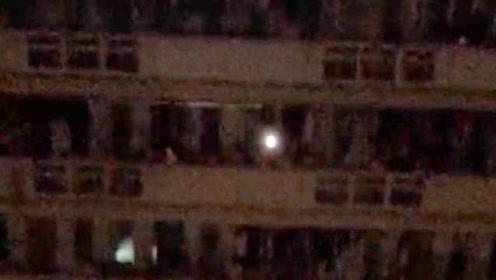 宛如演唱会现场!广州体育学院停电学生走廊合唱《光辉岁月》