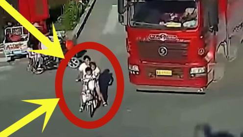 非要在大货车来临的时候闯红灯,这下好了吧,母子三人命丧黄泉!