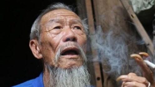 104岁老人抽烟喝酒不运动,长寿秘籍:但是从不碰一件事