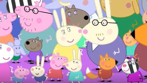 小猪佩奇和乔治请朋友来吃大餐 他们把吃的都拿出来了 玩具故事