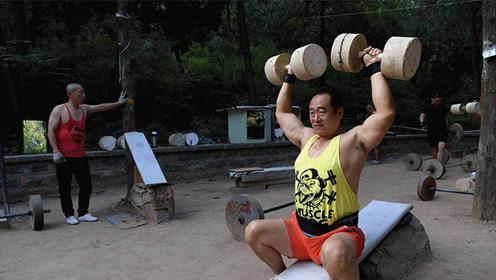 农村大爷自制健身器材 全村都被他的毅力打动了!