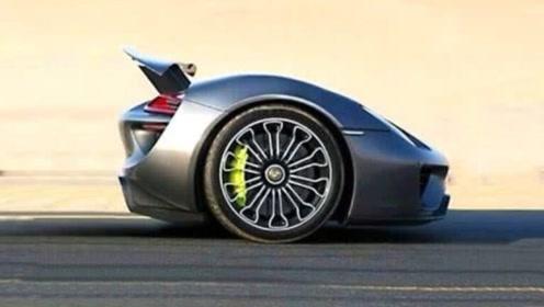 """世界上最小的""""保时捷"""",只有两个轮子,到底怎么开?"""