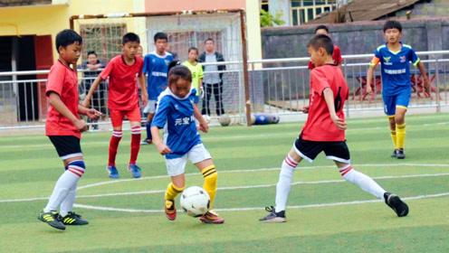 最励志足球!留守儿童足球队一个足球踢成笑脸足球,感动无数球迷