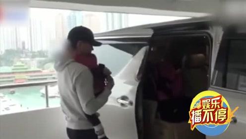 刘恺威新戏路透左手拎包右手抱娃 拍完戏吃着盒饭背台词超拼!
