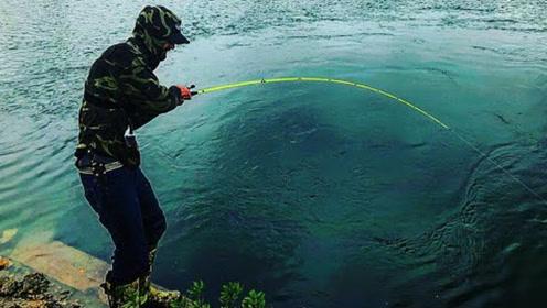大鱼不一定非要到海里钓,在咸水涵洞里钓大鱼,更新奇更痛快