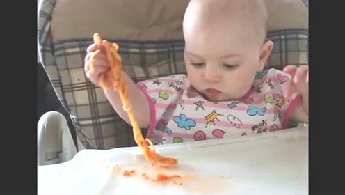 小宝宝第一次吃面条,宝宝:好吃是挺好吃,不放面条就好了!