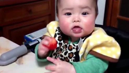 小宝宝第一次吃草莓,接下来表情纠结到怀疑人生,萌翻了!