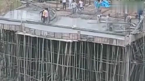 工人建楼房,包工头为了偷工减料,结果造成豆腐渣工程,瞬间坍塌