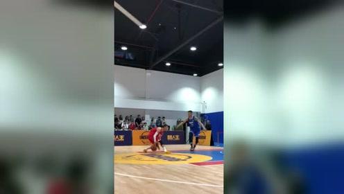 小峰体育:路人王三连杀韩国球员,厉害了,佩服佩服。