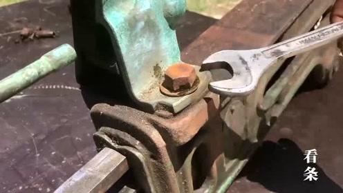 1940年用来塞瓶的机器,得到时已经不能用,看看修复后的样子