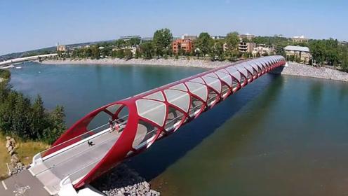 """加拿大的""""败家桥"""",130米桥身耗资2亿元,汽车却无法通行!"""