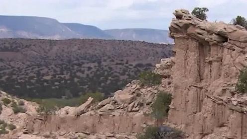 男子隐藏沙漠山洞25年竟然是在干这种事!太不可思议