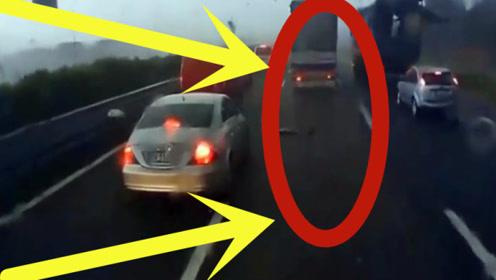 高速上突遇龙卷风,可是让人想不到的是,这司机竟如此淡定!