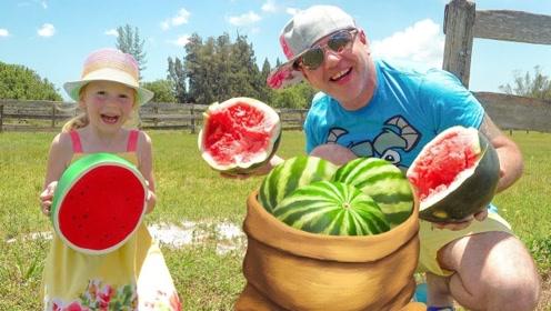 小萝莉和爸爸去果园采瓜,认识了很多蔬菜水果,真是个聪明孩子!