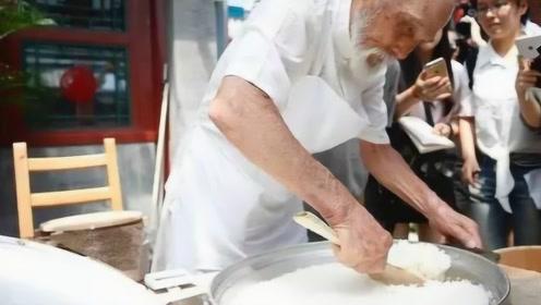 """日本著名""""煮饭仙人"""",50年专注1碗米饭,结果煮出中国米饭?"""