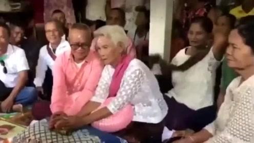 想给儿孙树立榜样 ,74岁新郎娶70岁新娘