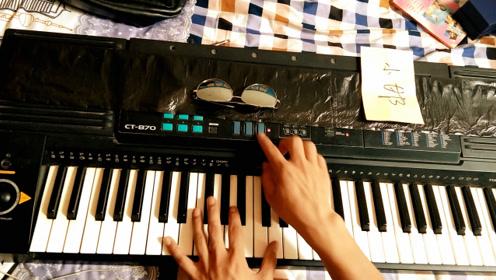 农村农民小伙自编音乐,弹奏经典电子琴,好听又好看
