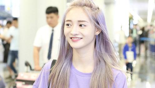 紫色小精灵!周洁琼染紫色头发穿一身紫好抢眼