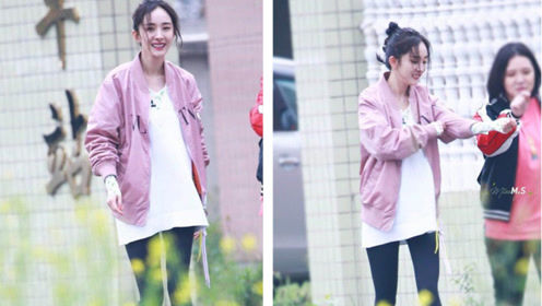33岁杨幂太会穿 T恤+打底裤也能穿出少女感,这身材真是绝了