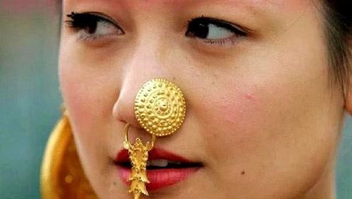 男子到印度旅游,想搭讪戴鼻环美女,被朋友警告:远离她们
