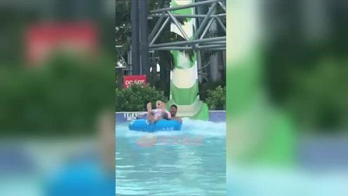 贝克汉姆带女儿玩大型水上滑梯小七被吓到张大嘴不停尖叫