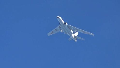 中俄同框巡航东海日本海 轰炸机并列飞行画面曝光