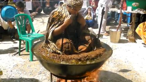 泰国高僧在滚烫的油锅中打坐,路人纷纷围观,高僧却面不改色