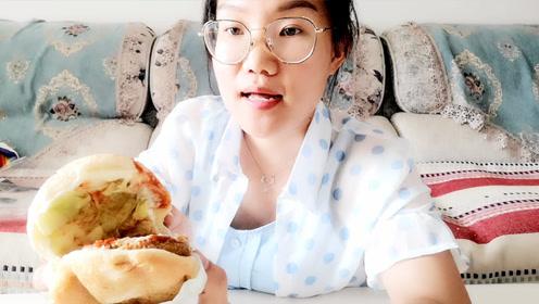 坐标德州开发区最高鸡密,小姐姐吃一大份汉堡包,看她吃相真爽!