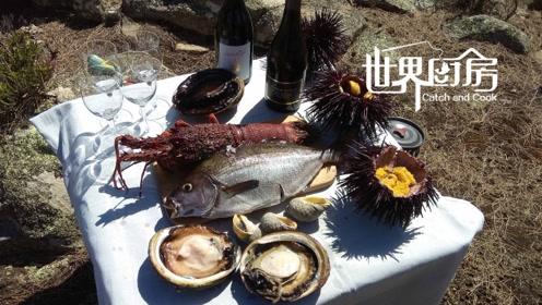 潜水捉了一堆龙虾、鲍鱼和海胆,再喝点小酒,土澳家常菜不要羡慕