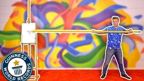老外挑战用5米长的笔画画,成功挑战世界纪录,这个画作太神奇!