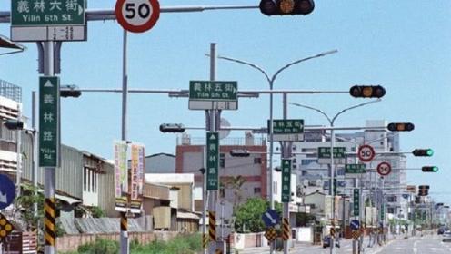 """国内最""""奇葩""""公路,一公里设有31个红路灯,路过司机直叫苦"""