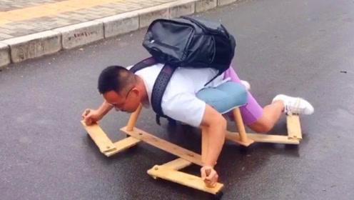 """中国小伙发明""""旱地游泳机"""",原来旱鸭子,也能体验游泳的乐趣!"""