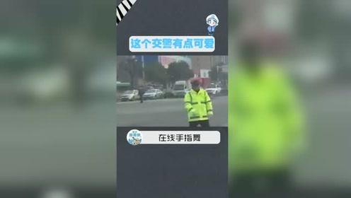 路口红绿灯坏了,交警叔叔上演手指舞指挥交通