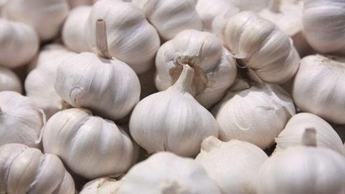 生吃大蒜杀菌抗癌,但是这3种人尽量别吃