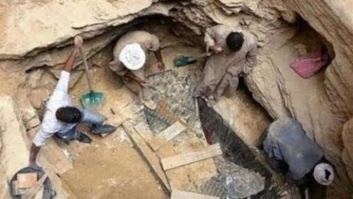 千年古墓惊现3个小孩,考古专家急忙赶来,最终揭开背后猫腻!