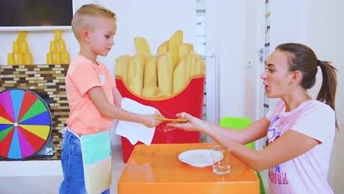 萌娃们的餐厅开业了,小家伙可真会玩!萌娃:你要的果汁做好了!