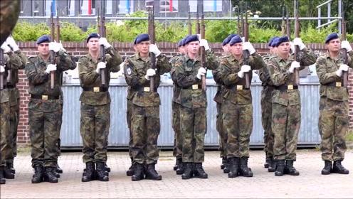 德仪仗队日常训练,这口号烫嘴吗?